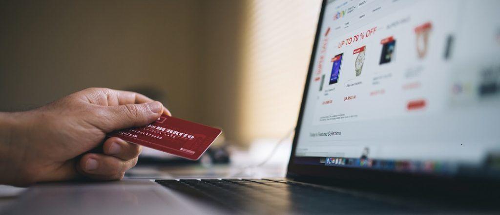 The evolution of electronic commerce - La croissance du commerce électronique